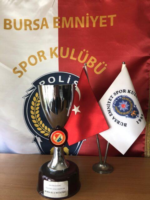 2005-2006 Sezonu Voleybol Genç Erkekler Bursa İl Üçüncülüğü